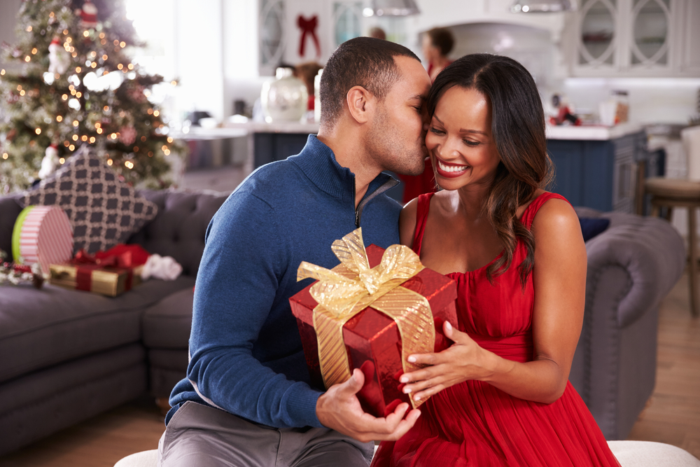 "3 ""Major"" Tips for Surviving the Holidays As a Couple Image"